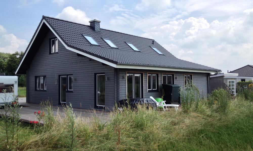 graues Holzhaus